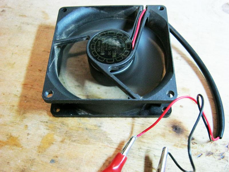 Использование компьютерного вентилятора в качестве индикатора полярности