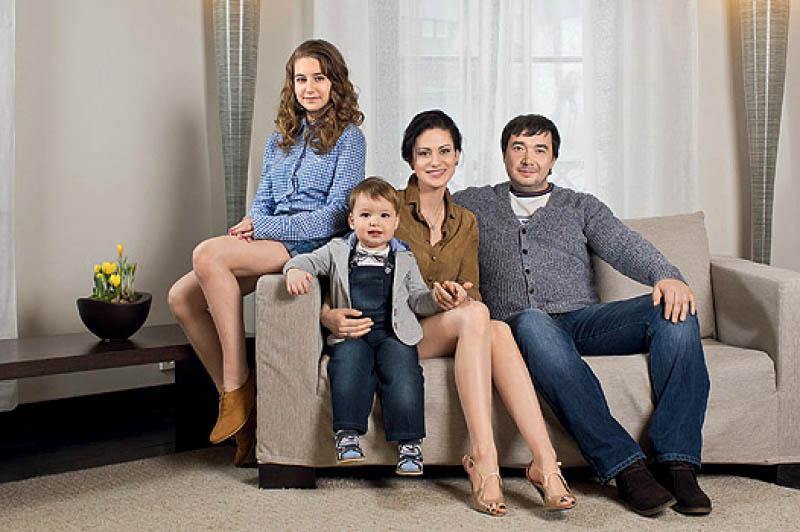 Напольное покрытие с невысоким рельефным ворсом удачно гармонирует с чехлами мягкой мебели
