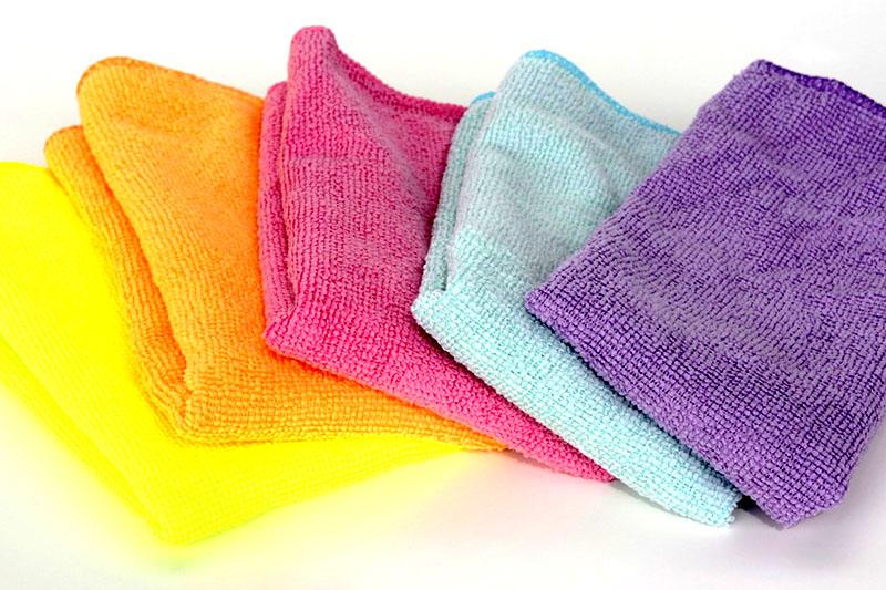 Для мытья табурета можно использовать мягкие салфетки, чтобы не поцарапать поверхность