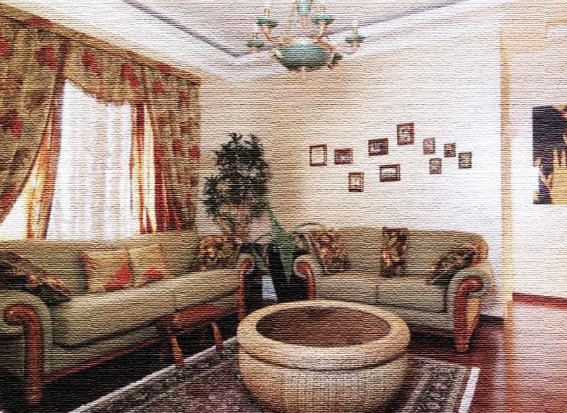 На пол в зоне отдыха постелили классический ковёр ручной работы, украшенный по бокам светлой бахромой