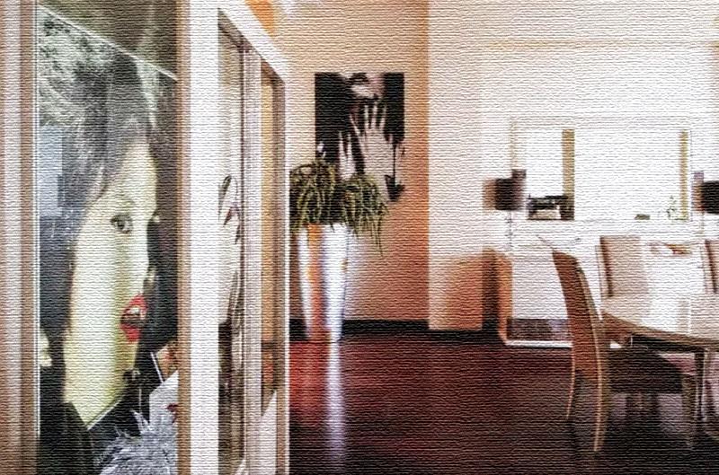 Напротив окна установили шкаф-витрину со стеклянными дверцами, на полочках которой Сати хранит все свои памятные награды