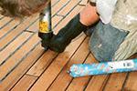 Как заделать щели в деревянных полах: простой способ