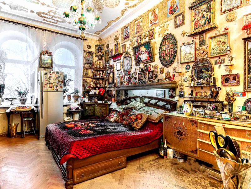Но когда квартира превращается в музей – это катастрофа. Иконы, картины, куклы, статуэтки или коллекция пивных банок – любой из этих вариантов точно не украшает интерьер