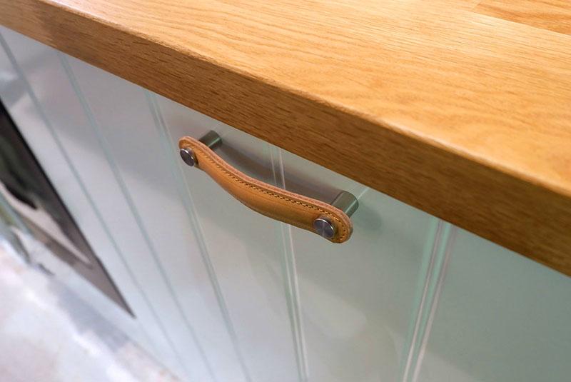 Используйте только одинаковые ручки для одного вида мебели