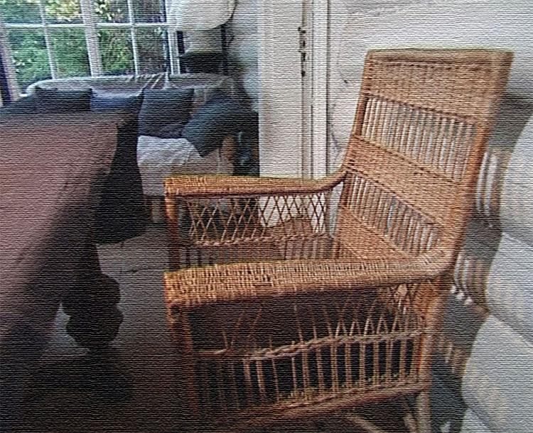На веранде поставили старинный дубовый стол, которому уже более 70 лет