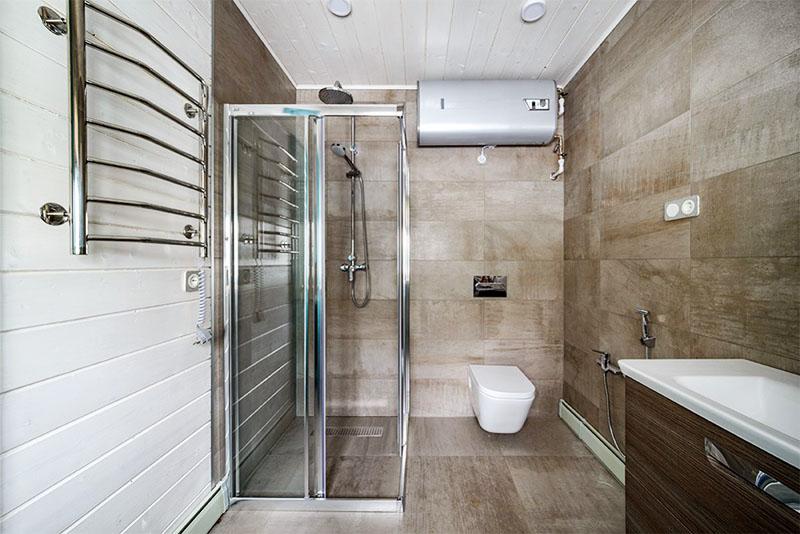 На небольшой площади удалось разместить всё оборудование ванной комнаты