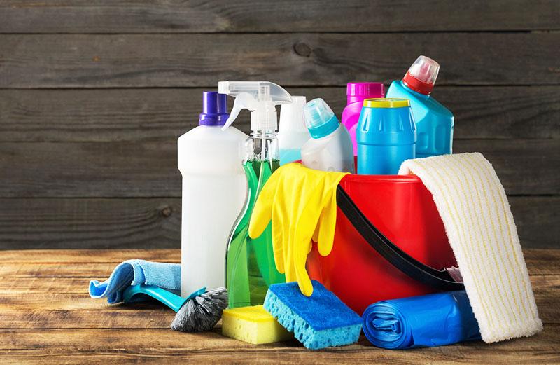 Чтобы не тратить деньги на постоянное приобретение новой пластиковой тары, храните бытовую химию в оригинальной заводской упаковке