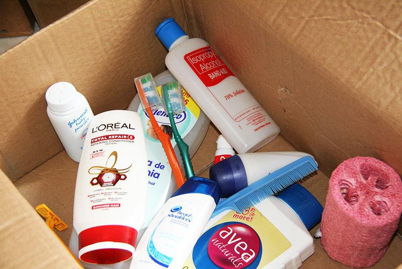 Не используйте для длительного хранения треснувших или старых бутылок с бытовой химией деревянные коробки