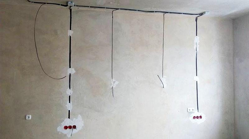 Штробы на стене для правильной электропроводки