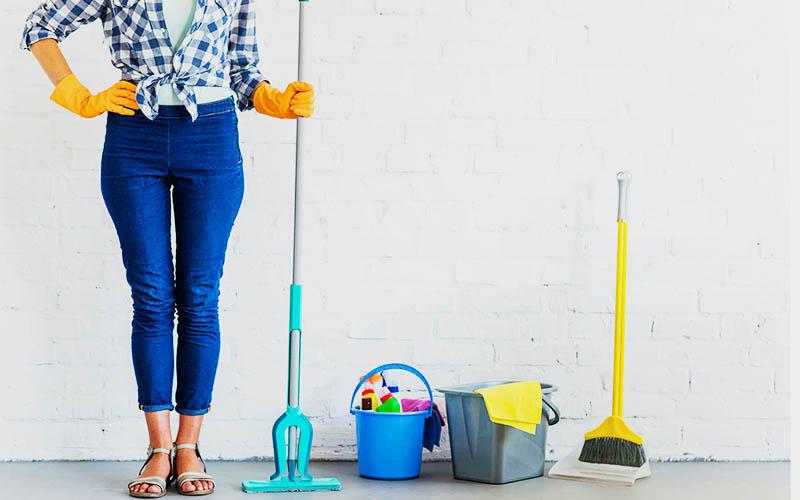 Избавьтесь от соблазна превратить расхламление в обычную уборку в квартире. Отставьте в сторону вёдра и швабры. Во время расхламления вам нужно не только навести порядок в доме, но и твёрдо решить, от чего вы готовы отказаться
