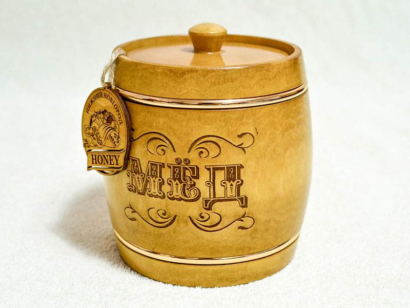 Мёд в деревянной таре