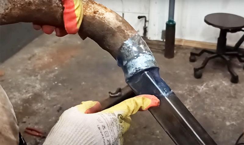 Разрушить такое соединение очень сложно, ему нестрашна коррозия и механическая нагрузка, его не повредит вода или даже агрессивная кислотная среда