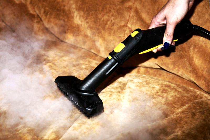 Пароочиститель – обрабатывает паром твёрдые поверхности и мягкую мебель. Уничтожает любые запахи и хорошо дезинфицирует помещение