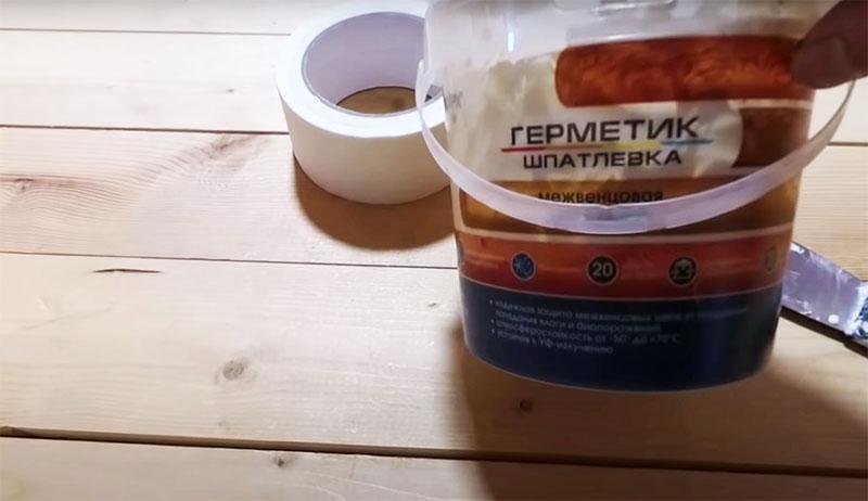 Автор использовал акриловую шпаклёвку-герметик по дереву, которую применяют для межвенцовой герметизации. Стоимость упаковки такой шпаклёвки – около 890 рублей