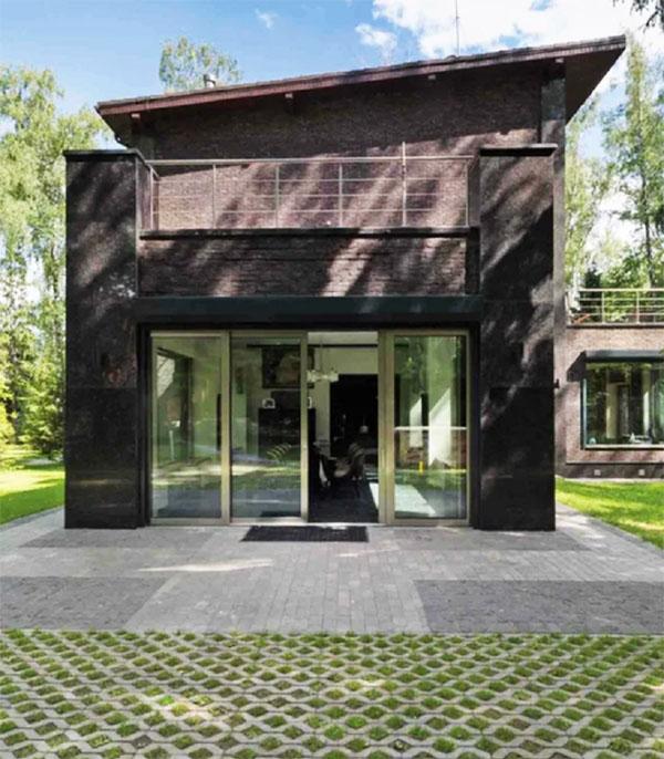 Дом Александра Добровинского лишь отдалённо напоминает очертания имения Любови Орловой