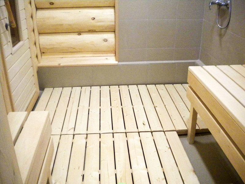 Помывка с комфортом: как правильно смонтировать полы в бане