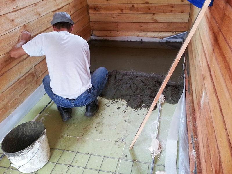 Не слишком профессиональный мастер – такой слой стяжки для бетонного пола совершенно не к месту