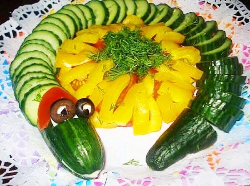 Для детского праздника сделайте из овощей или фруктов фигурки животных