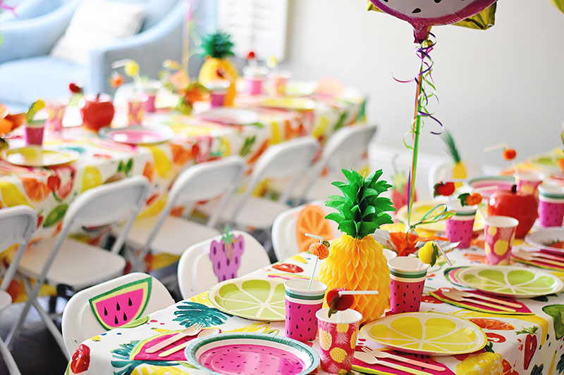 Бумажный ананас, выполненный в технике оригами, станет главным украшением детского стола