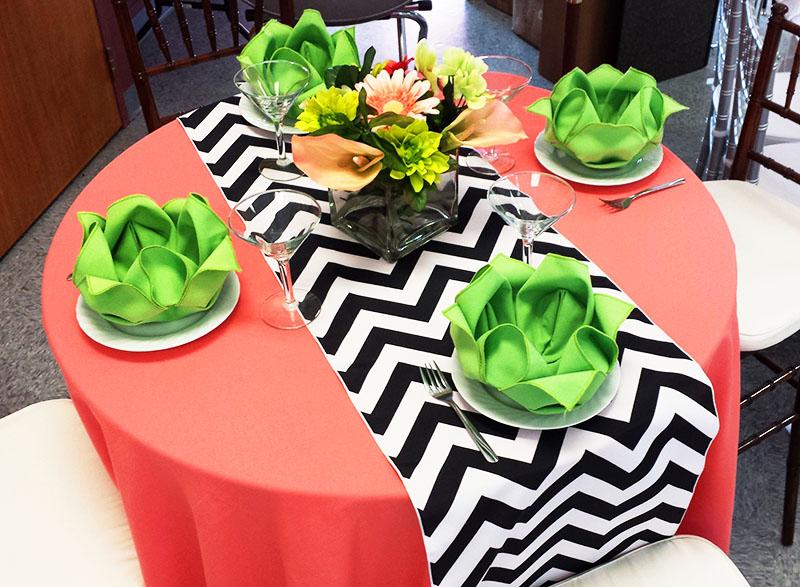 Не бойтесь использовать сочетания двух ярких цветов. Сейчас в моде необычное сочетание: лососевый и зелёный
