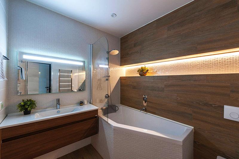 Чтобы добиться необычного эффекта в освещении, используйте на одной стене лампу холодного света, а на другой – тёплого