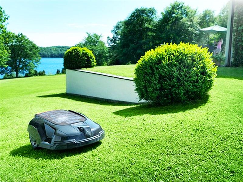 Робот-газонокосилка справится с травой лучше человека