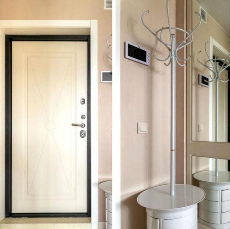 Новые белоснежные металлические двери с антивандальным покрытием дополнены окантовкой шоколадного оттенка