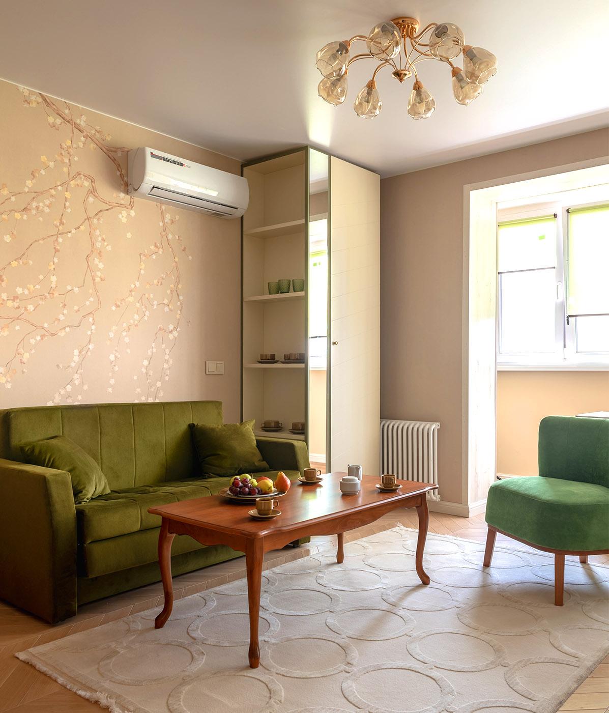 Оконный блок между гостиной и лоджией демонтировали и обшили панелями из ПВХ