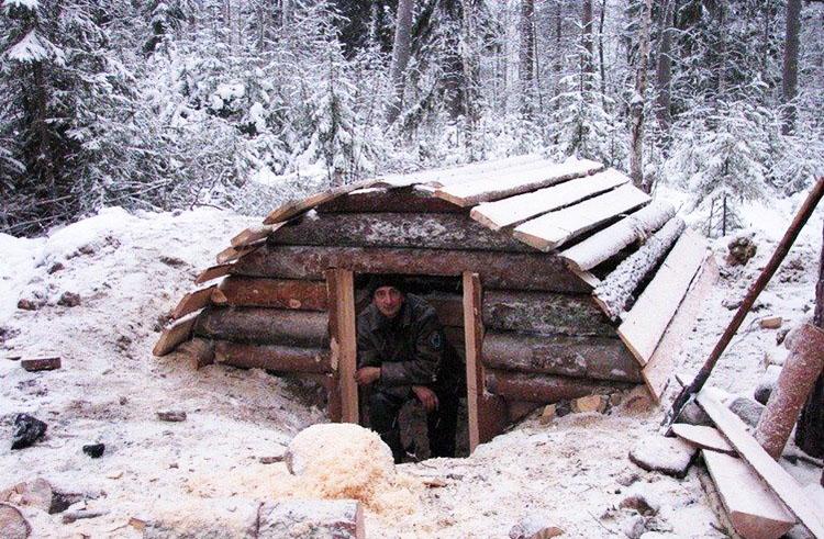 Простая баня в лесу