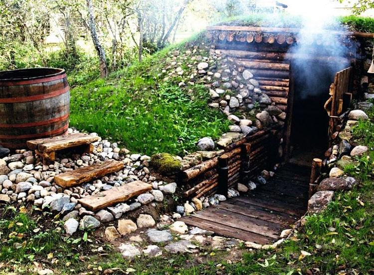 Баня в холме