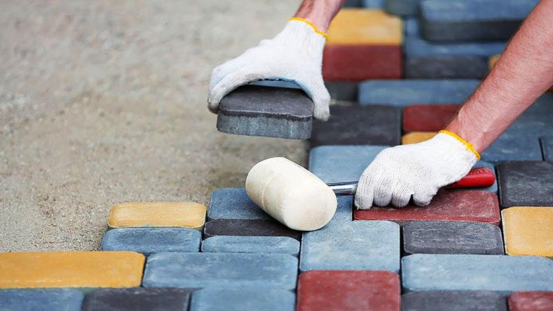 Как можно хитро заделать щели в тротуарной плитке