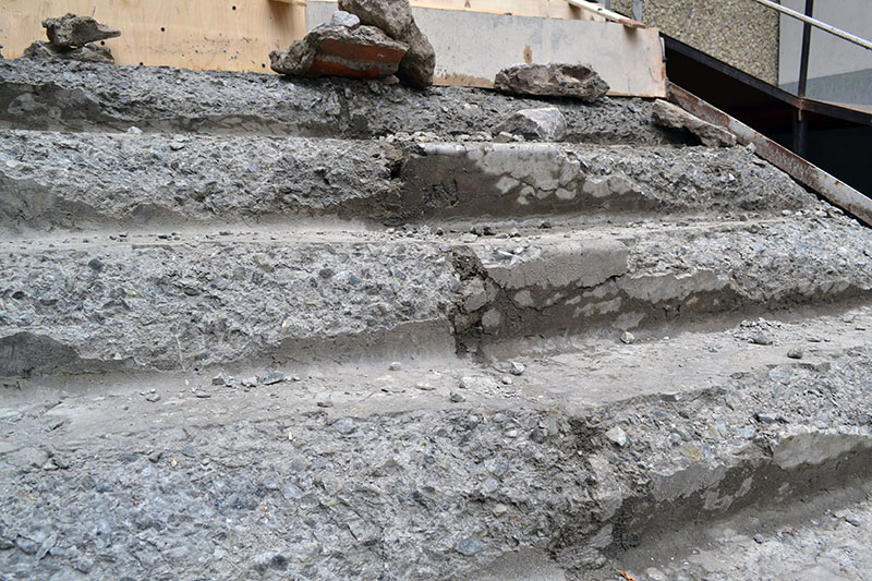 А вот и последствия использования лежалого строительного материала