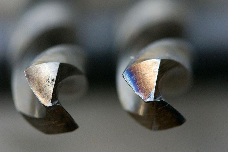 Явно виден перегрев сверла – металл теперь значительно мягче