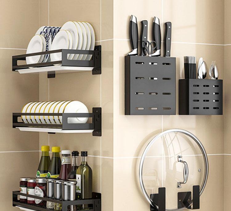 Отдельные навесные аксессуары предусмотрены для хранения ножей