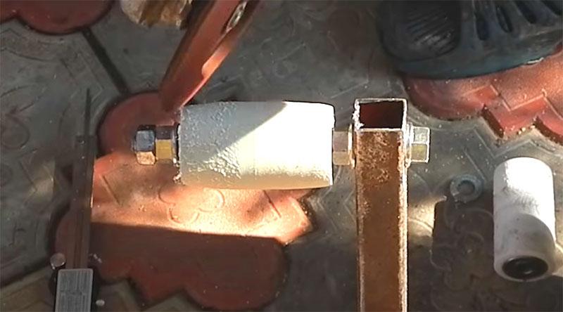 Обработку следует производить при помощи того же лепесткового диска, установленного на УШМ