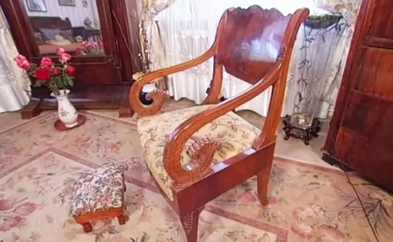 Антикварное кресло Максима Штрауха в отличном состоянии дожило до наших дней