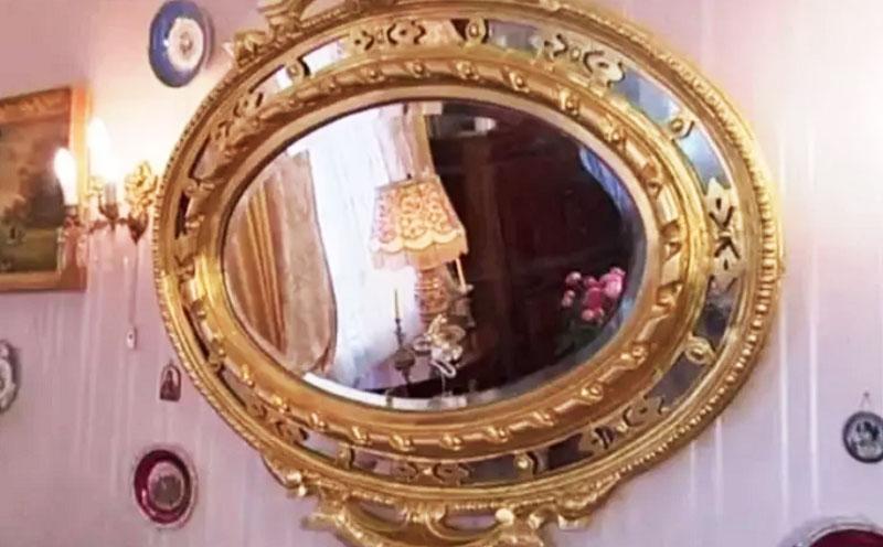 Светлана Немоляева приобрела в ломбарде уникальное старинное зеркало в золочёной раме