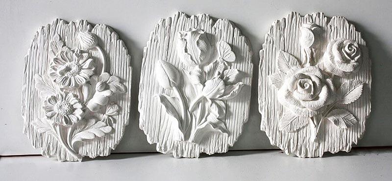 Самые красивые барельефы получаются путём заливки алебастра в формы