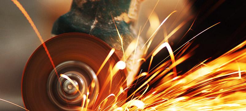 При использовании угловой шлифовальной машины для резки профилированного металла можно забыть о гарантии производителя