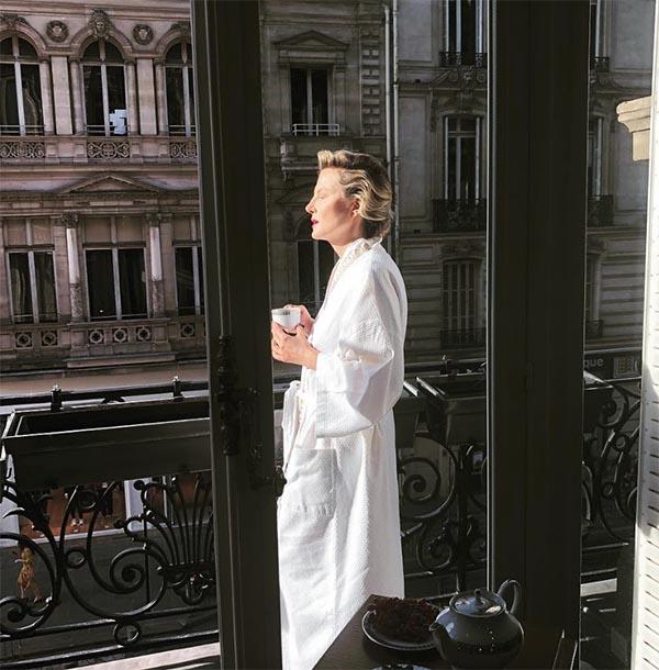 Рената Литвинова как-то поделилась, что ей нигде так не комфортно, как в парижской квартире