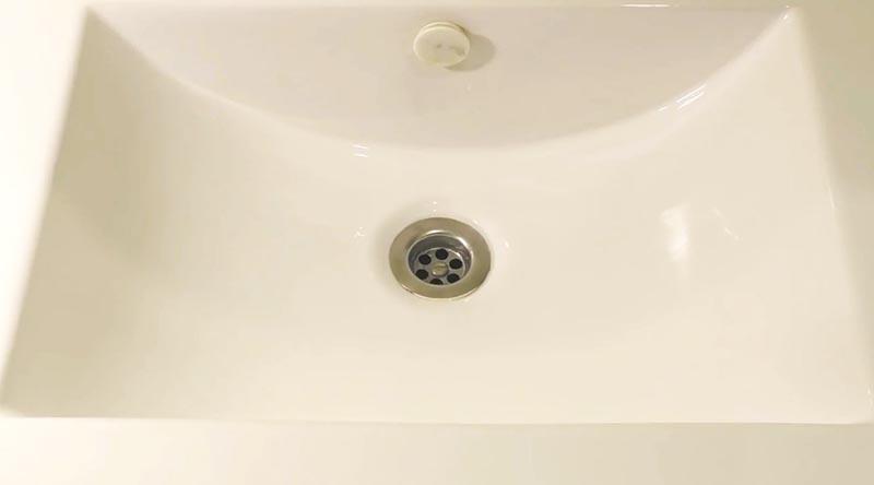 Необычный способ очистить ванну до блеска за три минуты