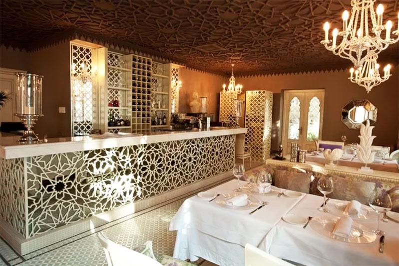Роскошный интерьер ресторана Villa Sofia