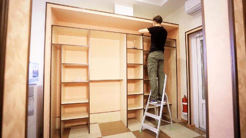 После выполнения отделочных работ шкаф может попросту не поместиться в нишу