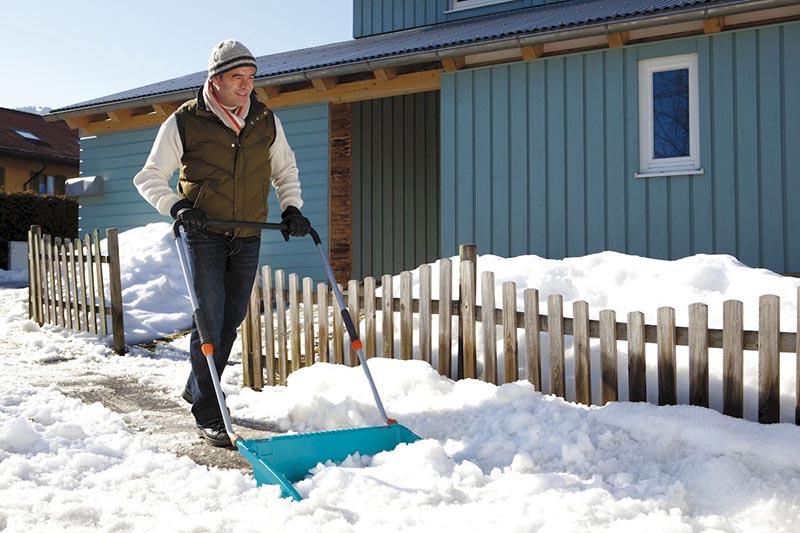 Скрепер – неплохой вариант для уборки снега, однако малая техника лучше