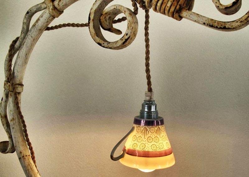 Стеклянные чашки отлично пропускают свет, и следует только подобрать подходящую по размеру лампочку