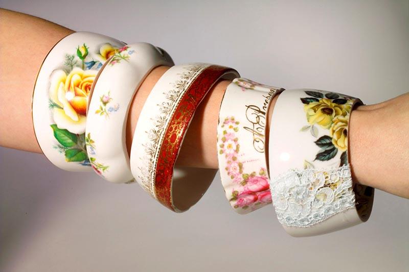 Из ободков чашек могут получиться шикарные браслеты с орнаментом и рисунком