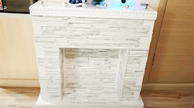 Фальш камин готов – ещё пара штрихов и всё будет идеально