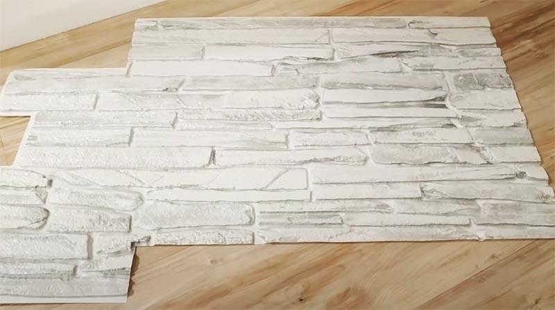 Пластиковые панели прекрасно подходят для отделки фальш-камина