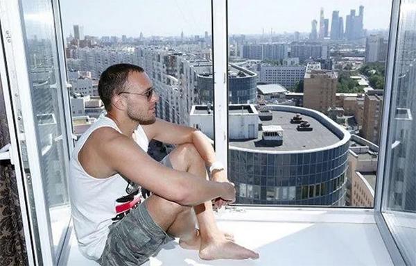 Где живёт актёр и модель Тимур Соловьёв