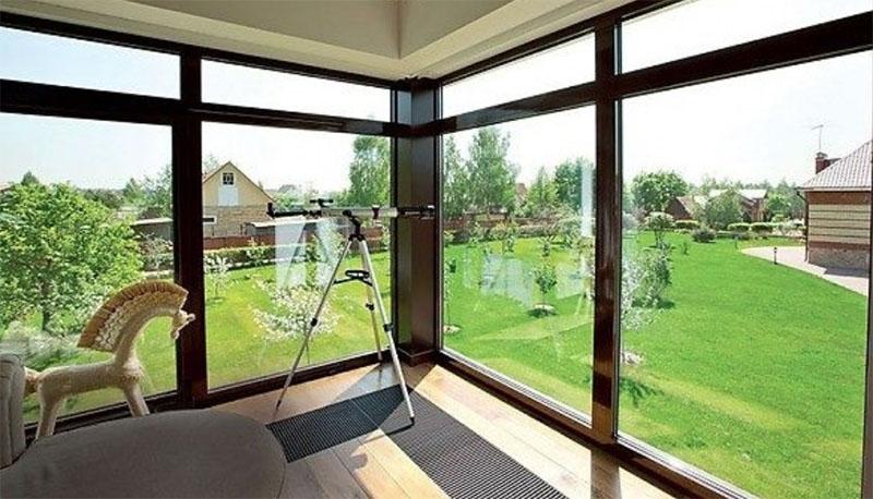 В новом доме Анита осуществила свою мечту – установила панорамные окна